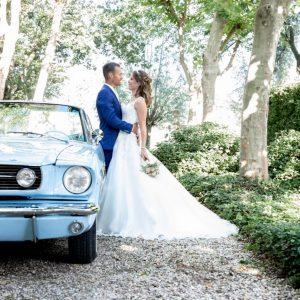 Ford Mustang lichtblauw trouwauto